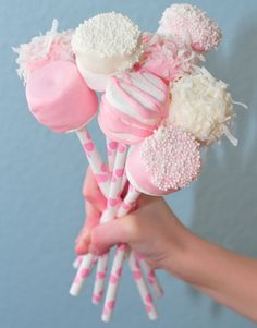 Marshmallow Wedding Ideas. Read More - http://onefabday.com/marshmallow-wedding-ideas/