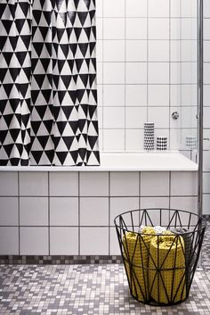 miaw INREDNING & DESIGN: kakel o klinkers - b bathroom with mosaic tile floor and graphic shower curtain