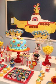 aww una fiesta con decoraciones de los beatles! <3