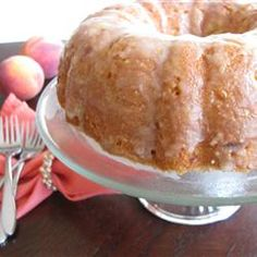 This Georgia peach pound cake can also be made with other fruits such as apple or cherry. Peach Pound Cakes, Peach Cake, Fresh Peach Pound Cake Recipe, Peach Cupcakes, Mini Cakes, Cupcake Cakes, Pound Cake Recipes, Savoury Cake, Homemade Cakes