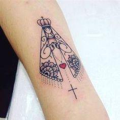 Resultado de imagem para tatuagem de nossa senhora aparecida feminina Leo Tattoos, Sister Tattoos, Body Art Tattoos, Small Tattoos, Sleeve Tattoos, Tattos, Catholic Tattoos, Religious Tattoos, Tatoo Rose