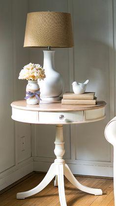 Donner un nouveau look à un meuble! 15 idées pour vous inspirer... Donner un nouveau look à un meuble. Si vousêtes amant du bricolage et aimez ajouter un peu de vous dans votre déco d'intérieur, vous allez aimer la suite. Aujourd'hui nous avons sé...