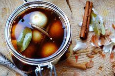 pickled onion in balsamic vinegar