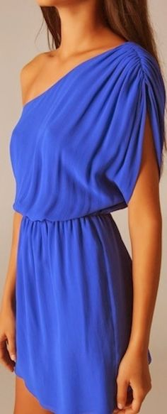 Off Shoulder Blue Silk Dress - love the color - unsure how the top would look on me though Look Fashion, Fashion Beauty, Dress Fashion, Cute Dresses, Cute Outfits, Blue Silk Dress, Cobalt Dress, Blue Lace, Modelos Fashion