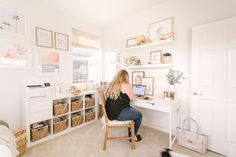 Decoration with Victorian style - Home Fashion Trend Bedroom Office Combo, Guest Room Office, Home Office Space, Home Office Design, Home Office Decor, Home Decor, Desk In Bedroom, Sunroom Office, Small Office