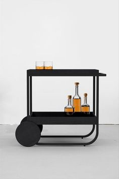 Working on a new home decor project? Find out the best modern inspirations for your interior design Furniture Styles, Furniture Design, Bar Trolley, Bar Carts, Decor Scandinavian, Modern House Design, Home Decor Accessories, Decoration, Diy Home Decor