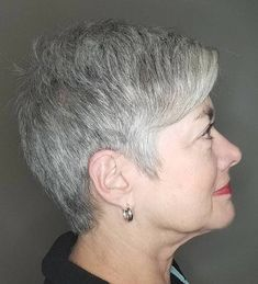 Salt-and-Pepper Razored Cut Plus Size Hairstyles, Mom Hairstyles, Short Hairstyles For Women, Medium Hair Cuts, Medium Hair Styles, Short Hair Styles, Hair Styles For Women Over 50, Short Hair Cuts For Women, Plus Size Hair Cuts