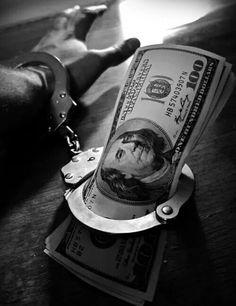 money handcuffs and this photo. Dark Photography, Conceptual Photography, Creative Photography, Black And White Photography, Photography Poses, Chicanas Tattoo, Money Tattoo, Money Wallpaper Iphone, Apple Wallpaper
