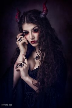 Enthralled by this demoness  La Esmeralda wearing her #Trickery 'Witchcraft' pendant in black from www.trickery.com.au #goth #gothgirl #gothjewelry #witch #witchcraft #nugoth