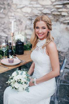 Esküvő Classik Magazin , édesvízi gyöngy karkötőinket viselte Anna a fotózáson.