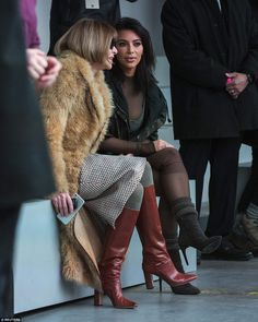 Kim Kardashian talks with Anna Wintour before watching a presentation of Kanye West& Fall/Winter 2015 partnership with Adidas at New York Fashion Week New York Fashion, Milan Fashion Weeks, Paris Fashion, Winter Fashion, Kim Kardashian Kanye West, Kardashian Girls, Anna Wintour Style, Looks Style, My Style