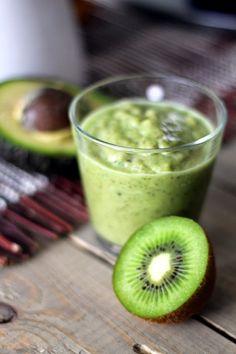 Köökistä kajahtaa: Vihersmoothie Colorful Fruit, Fresh Fruit, Superfoods, Healthy Drinks, Kiwi, Smoothies, Food And Drink, Baking, Juice