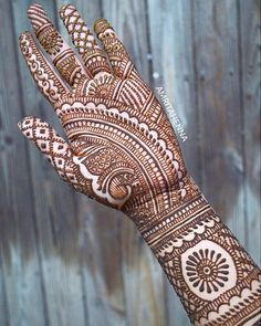Good morning saturday an intricate traditional henna design Traditional Mehndi Designs, Indian Mehndi Designs, Bridal Henna Designs, Latest Mehndi Designs, Simple Mehndi Designs, Mehndi Simple, Beautiful Henna Designs, Beautiful Mehndi, Design Tattoo