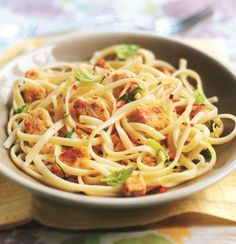 Get inspired and try this delicious Chicken, Lemon & Chilli Linguine Recipe, using Quorn Meatless Chicken Tenders. Enjoy meatless alternatives with Quorn. Quorn Recipes, Veggie Recipes, Pasta Recipes, Vegetarian Recipes, Cooking Recipes, Healthy Recipes, Quorn Meals, Meatless Chicken, Quorn Chicken