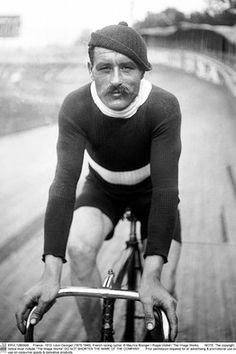 French racing cyclist, in 1912. Style.