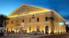 Mercado Modelo  Situado à margem da Baía de Todos Santos no Bairro do Comércio em Salvador, é um importante ponto turístico da cidade.