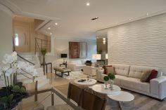 Sofá, mesas, teto, parede