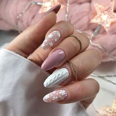 10 Fantastic Christmas Nail Art Designs To Spice up Holiday diy projects 10 fantastische Weihnachtsn Christmas Nail Art Designs, Winter Nail Designs, Manicure, Gel Nails, Soft Nails, Neutral Nails, Nail Polish, Xmas Nails, Christmas Nails