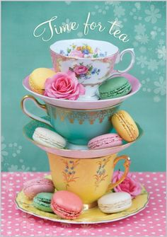 Pretty tea cups and pastel macarons, just need a nice cuppa and a good friend then it would be TEA TIME ( Oh si, té y macarrons, perfecto! Party Set, Afternoon Tea Parties, Cuppa Tea, Mad Hatter Tea, Mad Hatters, My Cup Of Tea, Cookies Et Biscuits, Tea Time, Catering