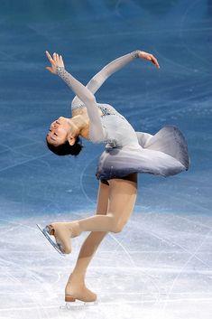 Yu-Na Kim Photos Photos: Figure Skating - Day 16 Figure Skating Costumes, Figure Skating Dresses, Roller Skating, Ice Skating, Kim Yuna, Crazy Things To Do With Friends, Ski Racing, Ballet Photography, Action Poses