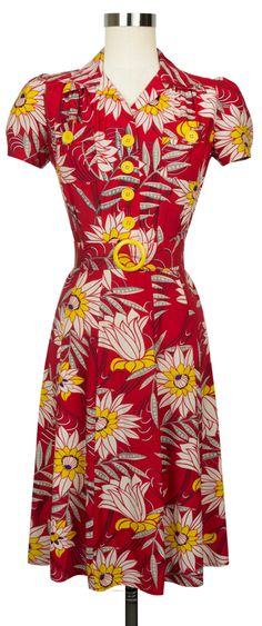 The Trashy Diva Sweetie Dress in Red Waterlilies is perfect for several seasons! Vintage Red Dress, Vintage Inspired Dresses, Vintage Style Dresses, Retro Dress, Vintage Outfits, Vintage Wear, 1940s Fashion, Vintage Fashion, Women's Fashion