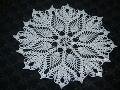 A vintage pineapple doily made all in one piece, without requiring a new thread for each pineapple.