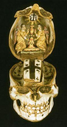 Pendant with a Memento Mori, second half of the 16th century, gilded enamel.  Musées Royaux d'Art et d'Histoire