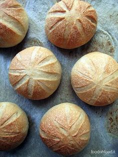 Panini facili all'olio Bread Recipes, Real Food Recipes, Baking Recipes, Focaccia Pizza, Vegetarian Comfort Food, Cooking Bread, Easy Bread, Best Italian Recipes, Lactose Free