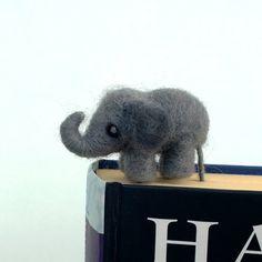 segnalibri bookmarks Felt miniature elephant bookmark Gray woolen di CozyMilArt su Etsy