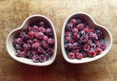 Sugared Cranberries - as a nice inspiration: possible with other berries too! Sugared Cranberries, Red Berries, Raspberry, Tasty, Baking, Fruit, Nice, Recipes, Inspiration
