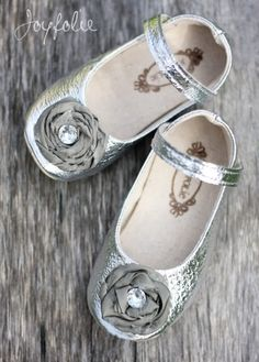 Lil' Silver Mary Janes with precious Flower!