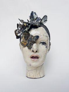 têtes à papillons - Lidia Kostanek - céramique contemporaine Sculptures Céramiques, Art Sculpture, Pottery Lessons, Ceramic Mask, Ceramic Figures, Ceramic Artists, Mask Painting, Art Corner, Art Plastique