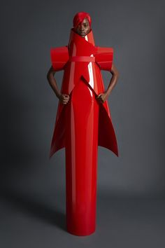 Gareth Pugh Spring 2018 Ready-to-Wear Undefined Photos - Vogue