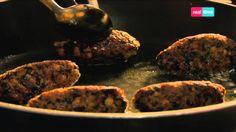"""Cucina con Ramsay # 49:  Kofta (Polpette) di Ceci, Cumino e Spinaci I ceci, grazie alla loro consistenza, sono un ottimo sostituto per la carne macinata, in un hamburger o in queste classiche """"kofta"""". I ceci non sono molto saporiti di per sè, ma assorbono molto bene le note speziate. E' importante che le polpette riposino in frigorifero, in modo che non si..."""