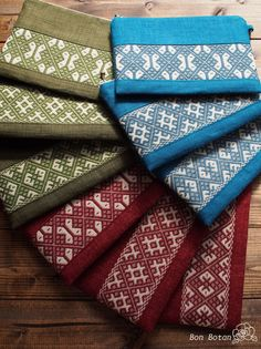 Tiny Cross Stitch, Afghan Clothes, Japanese Embroidery, Bargello, Textile Art, Embroidery Designs, Weaving, Textiles, Diy Crafts