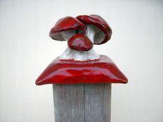 Die Pfostenkappe **OktoberZinnober** wurde für die DaWanda-Farbaktion im Oktober 2014 hergestellt. Verwendete Farben: Rot, Weiß.  Der Preis gilt für eine Pfostenkappe.  **Die hier abgebildete...