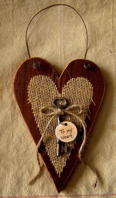 Items similar to Reclaimed Barnboard Heart Wall Hanger with Burlap and Vintage Key on Etsy Diy Valentine's Day Decorations, Valentines Day Decorations, Valentine Day Crafts, Holiday Crafts, Vintage Valentines, Primitive Christmas, Primitive Crafts, Country Christmas, Christmas Christmas