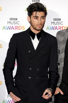 Zayn Malik @ the BBC Music Awards, looking like a million bucks! Zayan Malik, Zayn Malik Style, Zayn Malik Photos, Bad Boys, Cute Boys, Kiss My Neck, Ex One Direction, X Factor, Music Awards