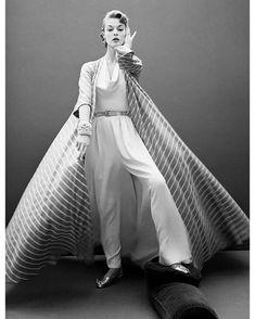 Claire McCardell P/E 1954. Photo Kenneth Helburn. Mannequin Jean Patchett. Fashion 60s, Fashion History, Fashion Models, Womens Fashion, Classic Fashion, Fashion Shoot, Fashion Designers, Vogue Uk, Mode Vintage