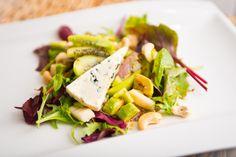 Kiwi Blue Cheese Salad with Avocado and Cashew Nuts Blue Cheese Salad, Avocado Salad, Kiwi, Beef, Food, Meat, Essen, Avocado Salads, Meals