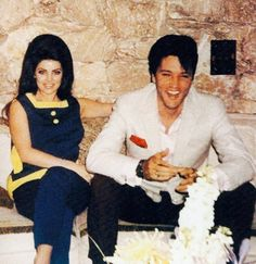 Elvis and Priscilla Presley at Palm Springs on the eve before their wedding, April Lisa Marie Presley, Priscilla Presley, Elvis Presley Family, Elvis Presley Photos, Graceland Elvis, Palm Springs, Mississippi, Idole, Before Wedding