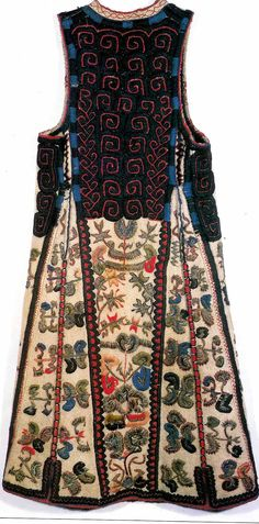 Zabun is a type of long vest and is one of the most beautiful and most meticulously decorated garments of Serbian national dress. Folk Fashion, Ethnic Fashion, Vintage Fashion, Historical Costume, Historical Clothing, Textiles, Folk Costume, Costumes, Costume Ethnique