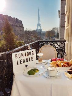 Breakfast with a view | Paris, Plaza Athénée, http://www.ohhcouture.com/2016/12/victoriass-secret-show-paris/ #ohhcouture #LeonieHanne