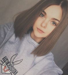 New haircut inspiration medium straight Ideas Medium Length Hair Straight, Middle Length Hair, Trendy Haircuts, Straight Haircuts, Medium Straight Hairstyles, Pretty Hairstyles, Hair Lengths, Hair Goals, New Hair
