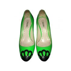 Pre-owned MIU MIU Green Leather Heels ($115) ❤ liked on Polyvore featuring shoes, pumps, faux fur shoes, green pumps, miu miu pumps, miu miu shoes and green shoes