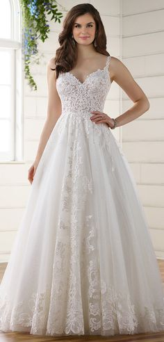 Exquisite Tulle Spaghetti Straps Neckline A-Line Wedding Dresses With Lace Appliques