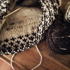 """My new sweater is almost ready! #beiroa #raglanify #handknit"""