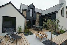 Modern extension - New Ideas - Carmelila Erosone Scandinavian House, Style At Home, Painted Brick Exteriors, Modern Farmhouse Exterior, Exterior Remodel, Dream House Exterior, Exterior Design, Exterior Colors, House Colors