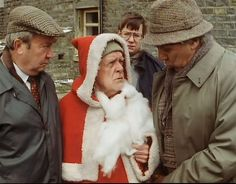 Episode Merry Christmas, Father Christmas - Seymour trying to convince Compo to go up on a roof. Christmas Wine, Father Christmas, Merry Christmas, British Sitcoms, British Comedy, Comedy Tv, Comedy Show, Last Of Summer Wine, English Comedy