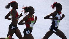 Las atletas Yasemin Can (Turquía), Hellen Obiri (Kenya) y Mercy Cherono (Kenya).